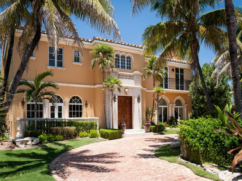 Maison unifamiliale pour l Vente à Beautiful Palm Beach Residence 1072 N Ocean Blvd North End, Palm Beach, Florida 33480 États-Unis