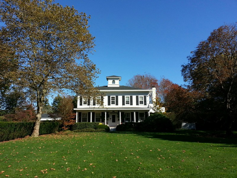 Villa per Vendita alle ore Traditional Village Estate 220 South Main Street Southampton, New York 11968 Stati Uniti