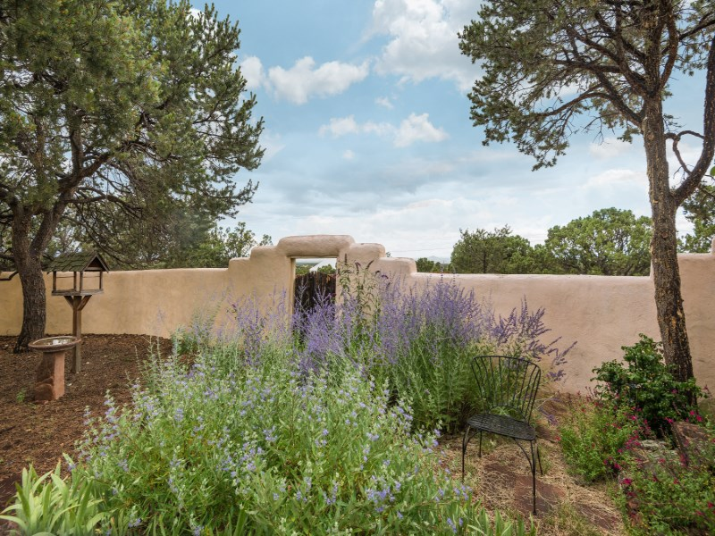 Single Family Home for Sale at 8 Cole Lane Santa Fe, New Mexico 87508 United States