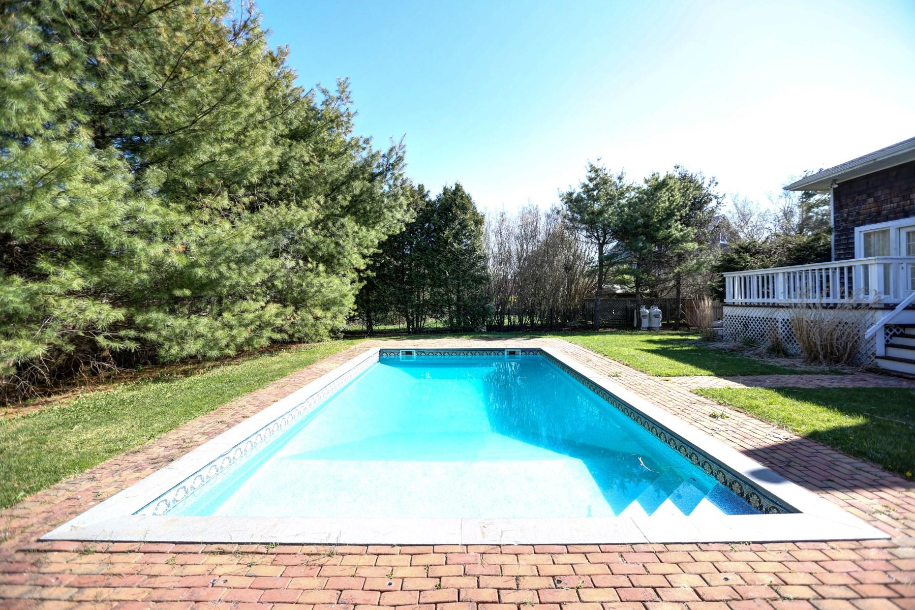 Casa para uma família para Locação às Southampton Convenient Location Southampton, Nova York 11968 Estados Unidos