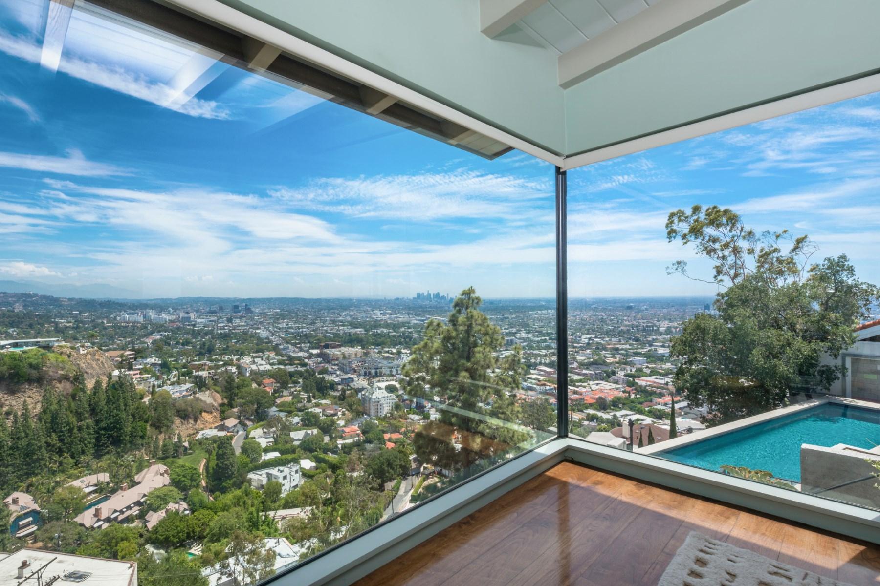 Частный односемейный дом для того Продажа на Sunset Strip Architectural Compound 8570 Hillside Avenue Los Angeles, Калифорния, 90069 Соединенные Штаты