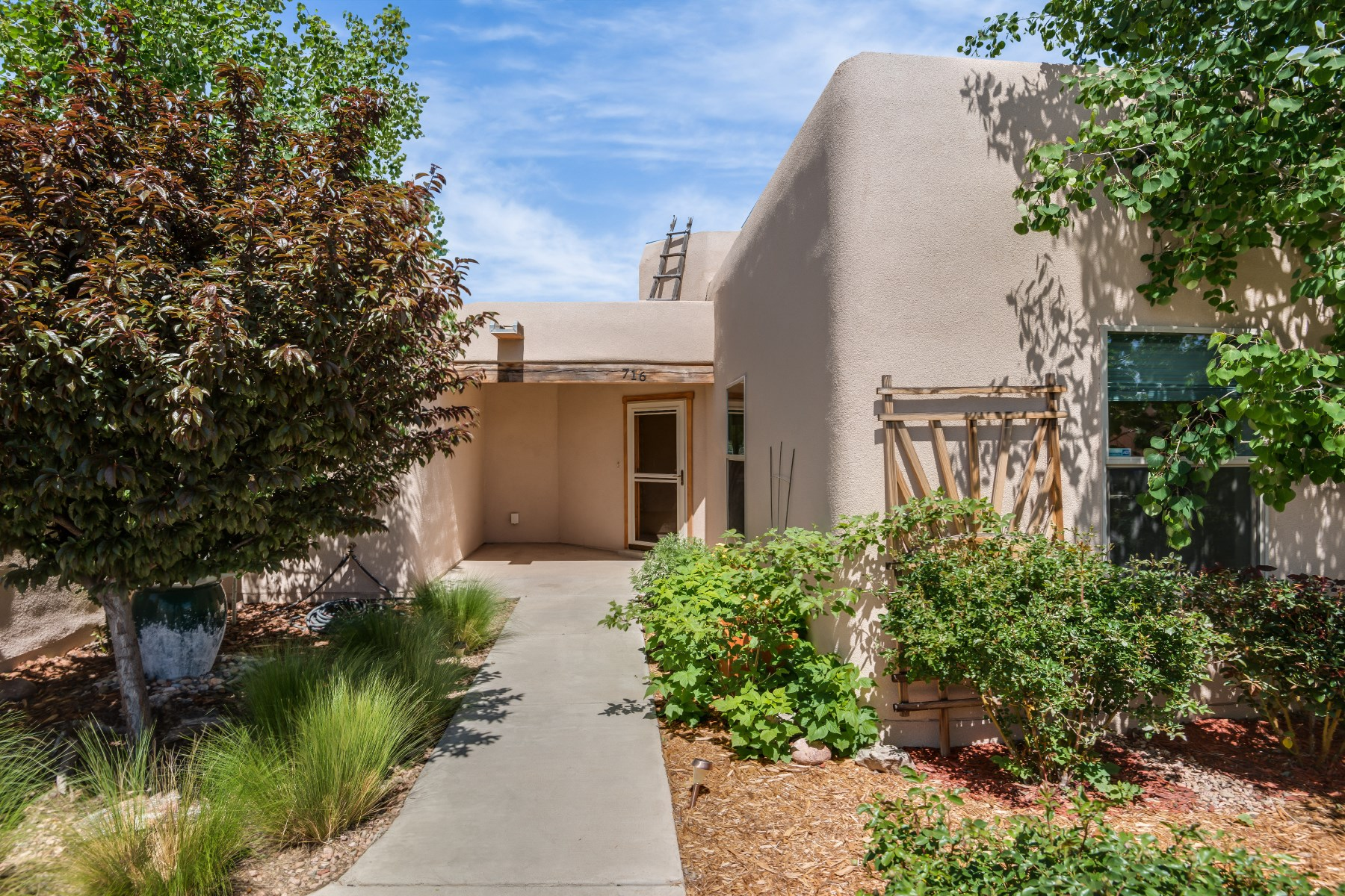 Single Family Home for Sale at 716 Calle Beatrice Santa Fe City Southwest, Santa Fe, New Mexico 87505 United States