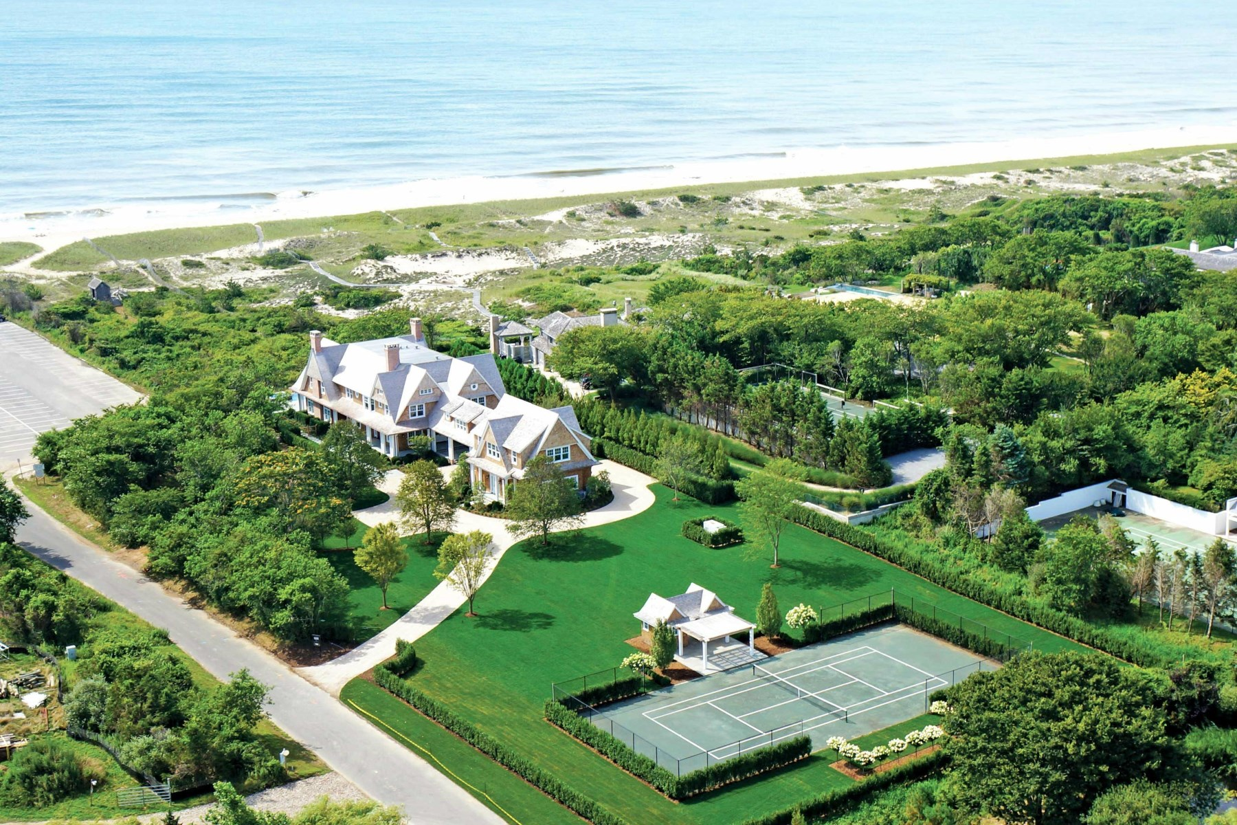 Частный односемейный дом для того Продажа на East Hampton Oceanfront, Pool and Tennis 38 Two Mile Hollow Road East Hampton Village, East Hampton, Нью-Йорк 11937 Соединенные Штаты