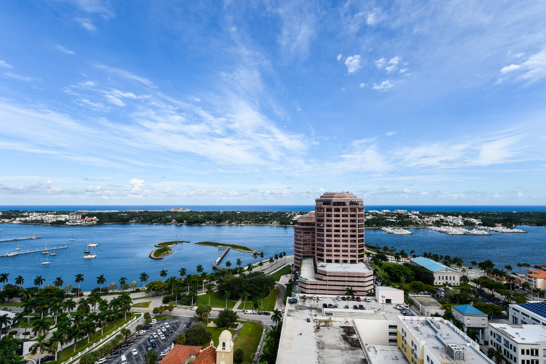 Appartement en copropriété pour l Vente à Two City Plaza Condo 701 S Olive Ave Apt 1912 West Palm Beach, Florida 33401 États-Unis