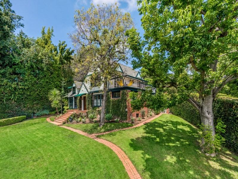 Частный односемейный дом для того Продажа на 2246 North Edgemont Street Los Feliz, Los Angeles, Калифорния 90027 Соединенные Штаты