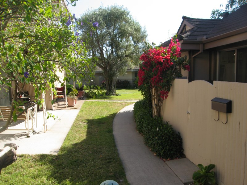 Piso por un Venta en Stunning Upgraded Condo 300 Moreton Bay Lane Unit 1 Goleta, California 93117 Estados Unidos