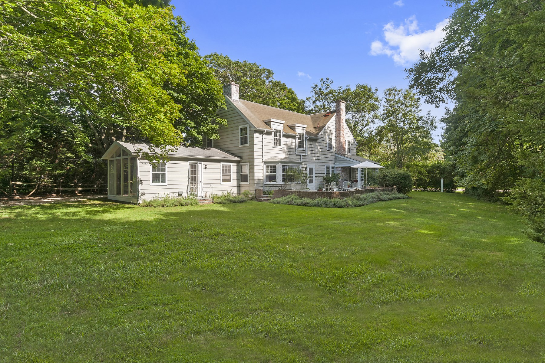 Maison unifamiliale pour l Vente à 1+- Acres, Bridgehampton South Bridgehampton, New York, 11932 États-Unis
