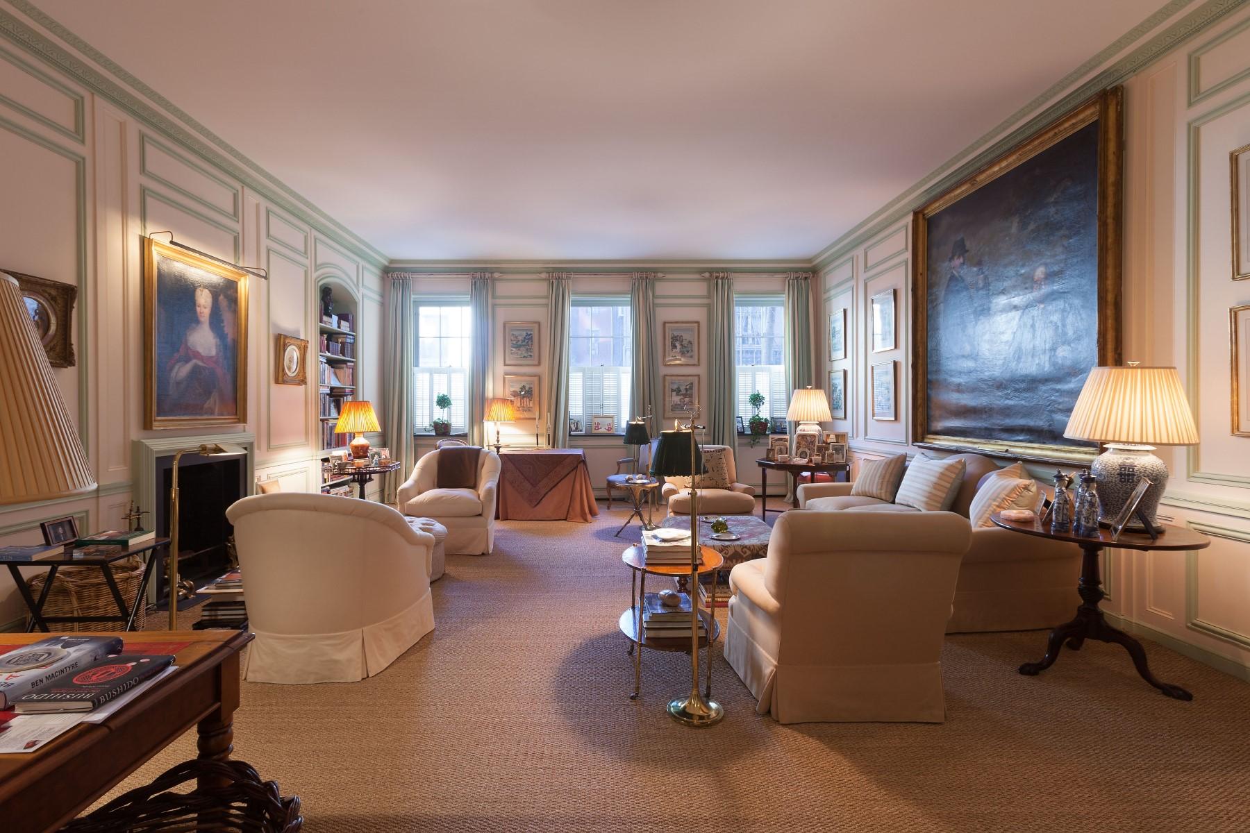 共有 為 出售 在 Trophy Floor Through Apartment 14 East 68th Street Fl 3 Upper East Side, New York, 紐約州 10065 美國