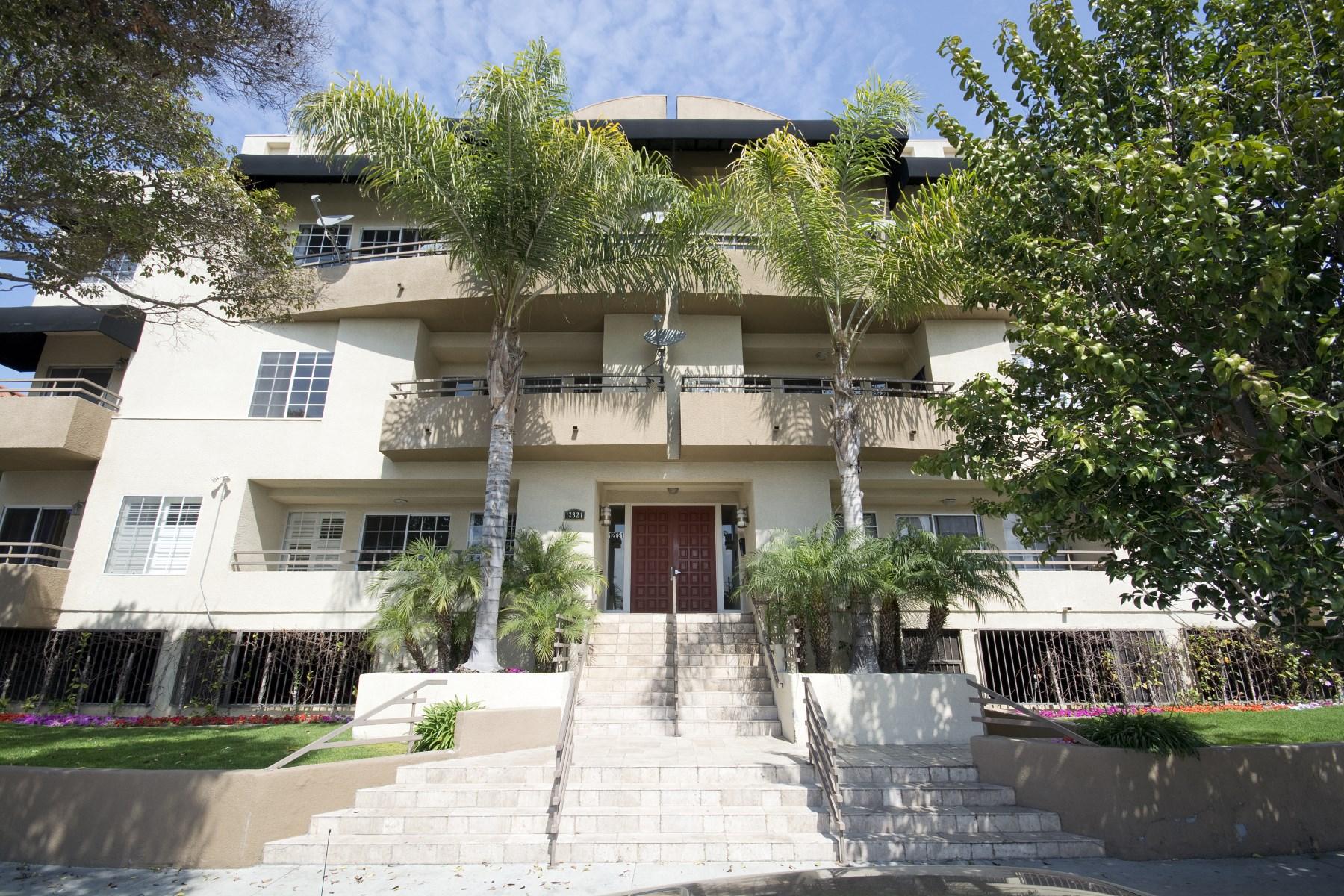 Condominium for Sale at Fantastic Mar Vista Luxury Condo 12621 Washington Place #202 Mar Vista, Los Angeles, California, 90066 United States