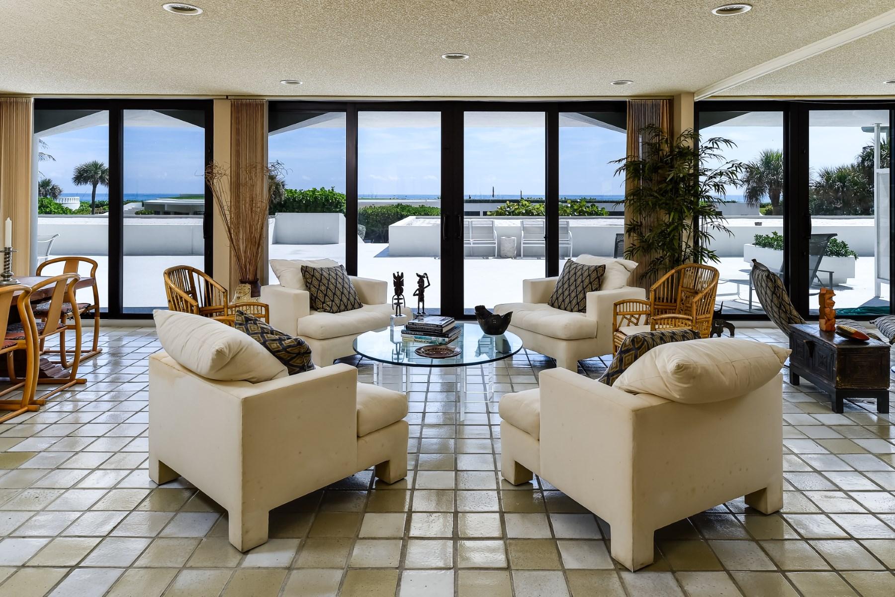 Condominio por un Venta en Beautiful Ocean Views 2660 S Ocean Blvd Apt 102w Palm Beach, Florida 33480 Estados Unidos