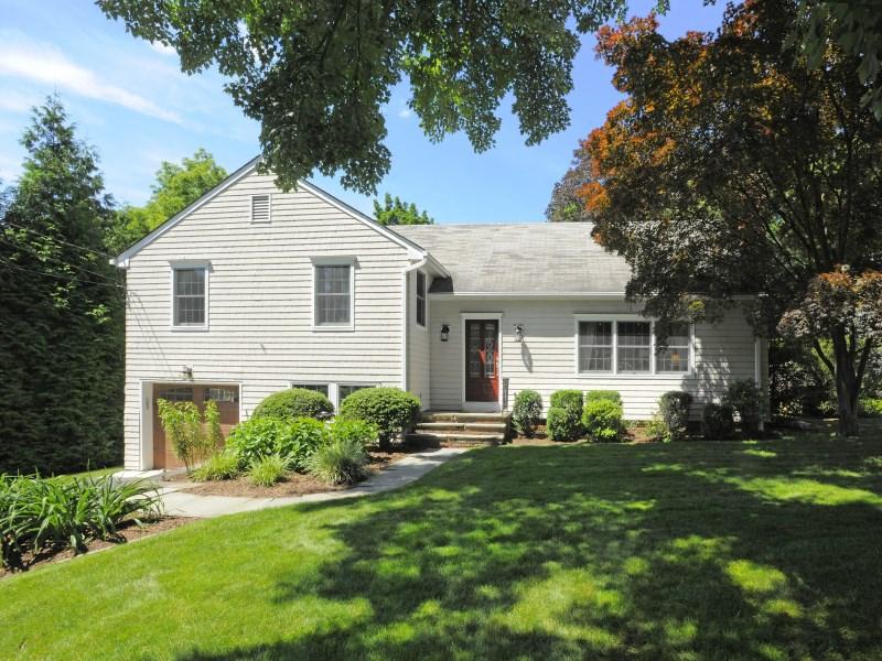 Maison unifamiliale pour l Vente à Bayside Terrace 9 Bayside Terrace Riverside, Connecticut 06878 États-Unis