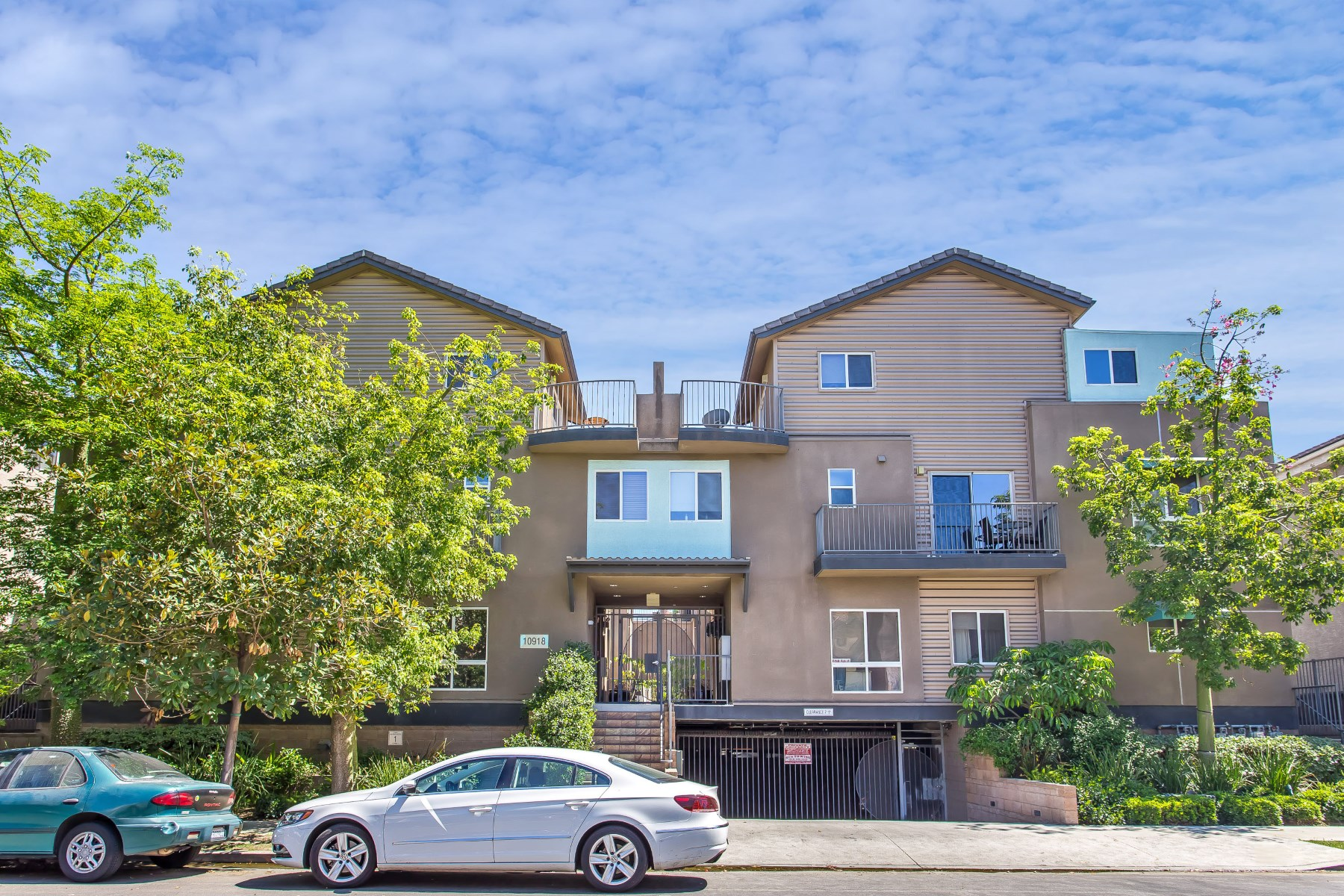 Townhouse for Sale at Spacious Three Story Townhouse North Hollywood, California 91601 United States