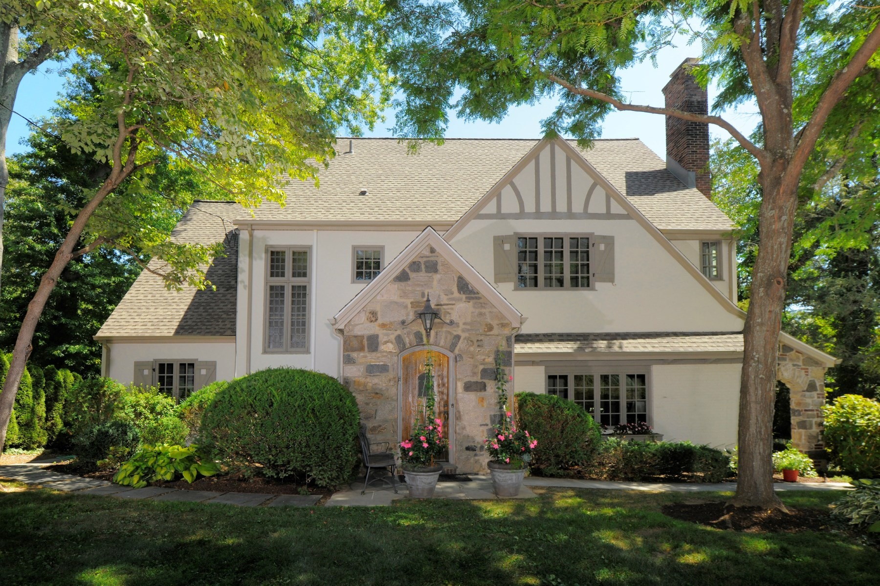 Single Family Home for Sale at Classic Milbrook Gem 65 Overlook Drive Greenwich, Connecticut 06830 United States