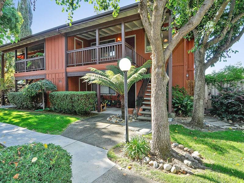Appartement en copropriété pour l Vente à Desirable Sonoma Condo 272 West Agua Caliente Rd Sonoma, Californie 95476 États-Unis
