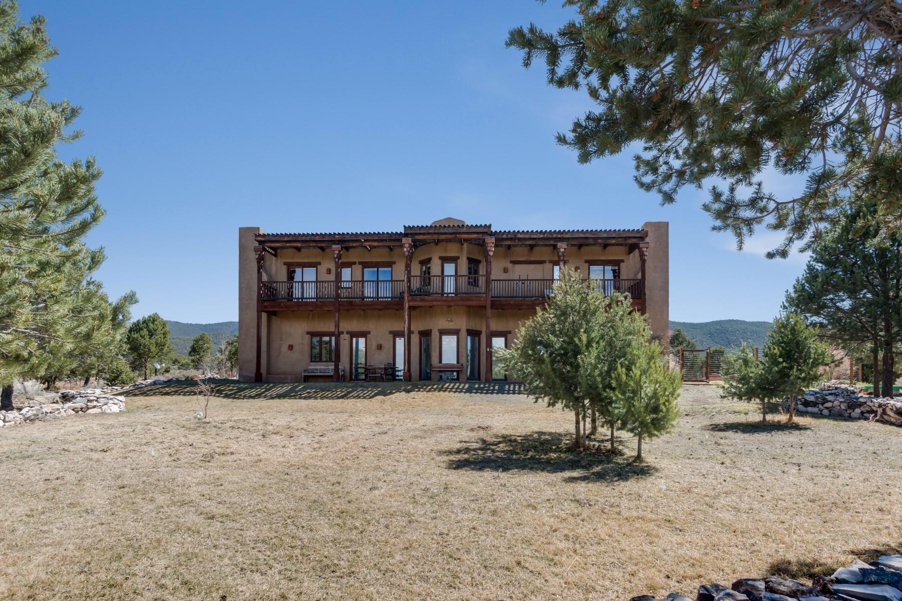 独户住宅 为 销售 在 Eagleton Hacienda Taos, 新墨西哥州, 87571 美国