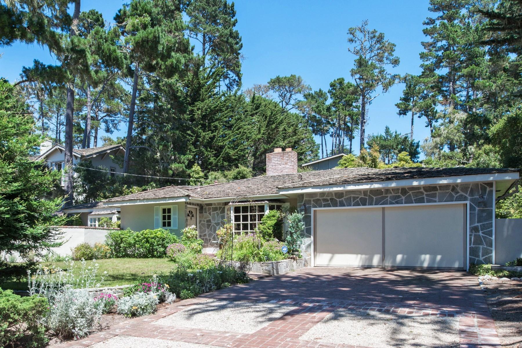Maison unifamiliale pour l Vente à Charming Pebble Beach Garden Home 3093 Stevenson Drive Pebble Beach, Californie, 93953 États-Unis