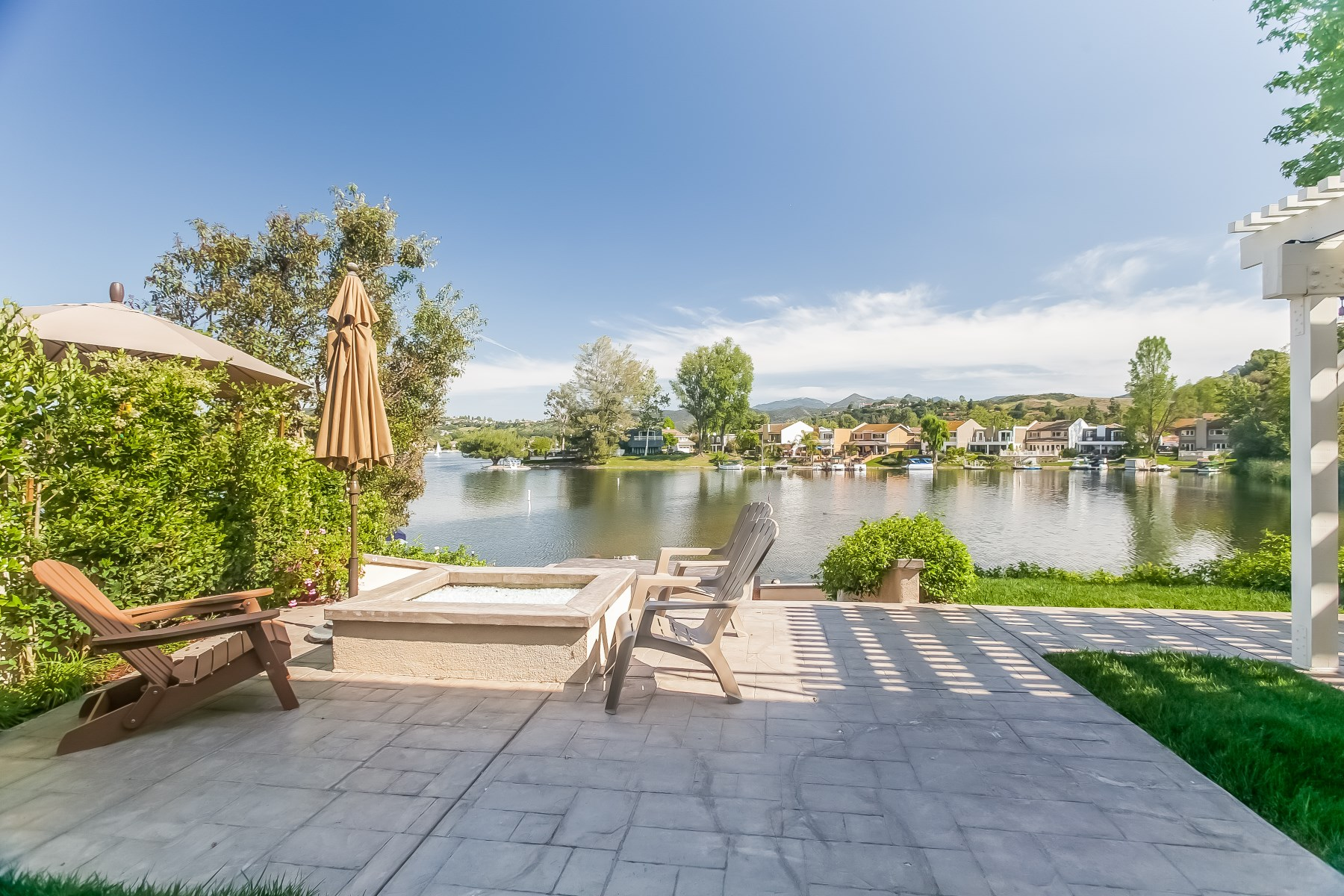 Single Family Home for Sale at Gorgeous Lakeside Contemporary Westlake Village, California, 91361 United States