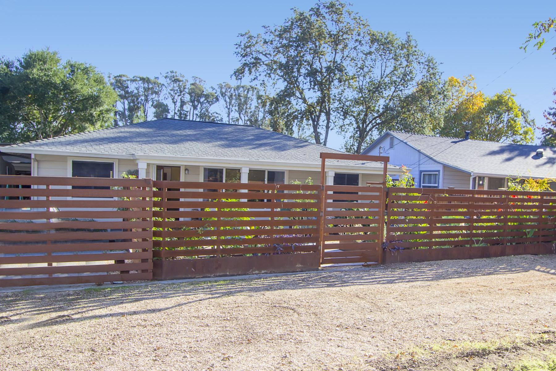 Moradia para Venda às Country Flair Close to Square 1130 Solano Ave Sonoma, Califórnia, 95476 Estados Unidos