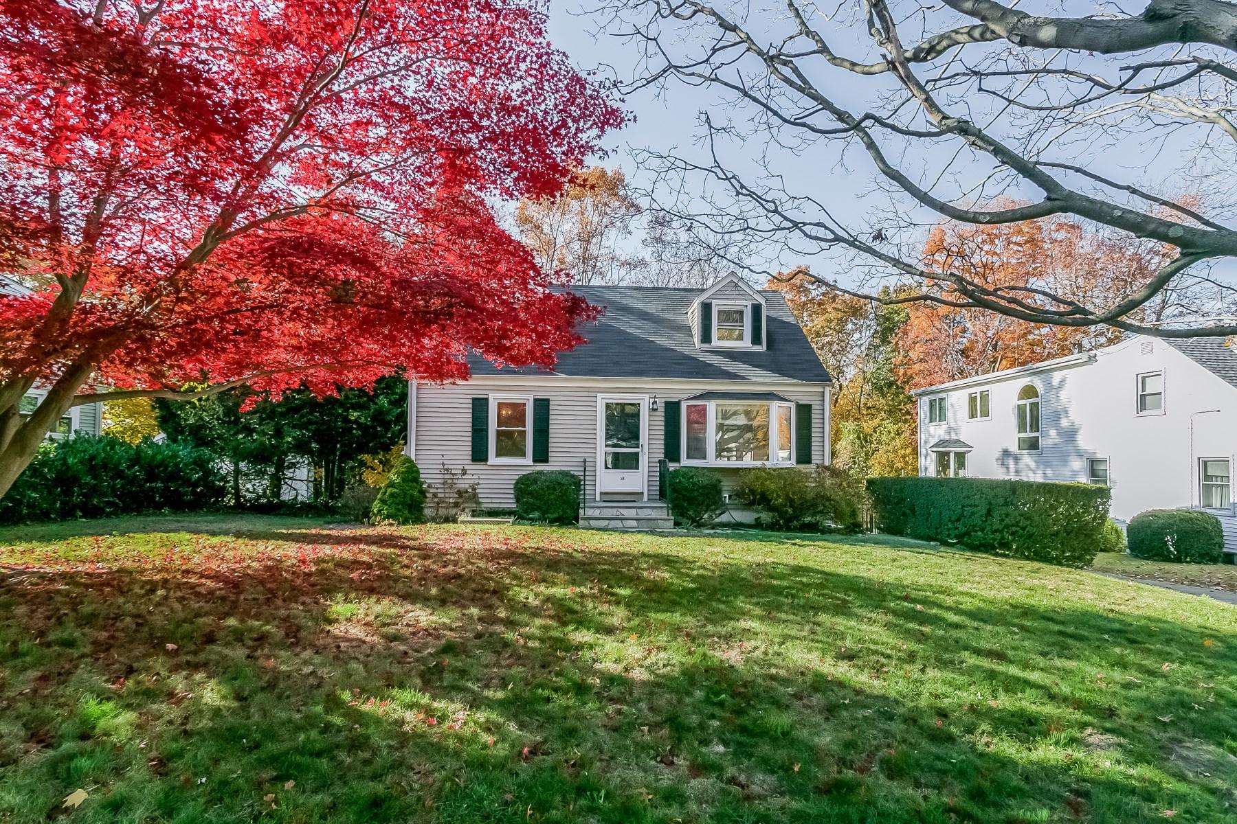 Casa para uma família para Venda às Riverside Charmer 34 Wescott Street Riverside, Connecticut 06878 Estados Unidos