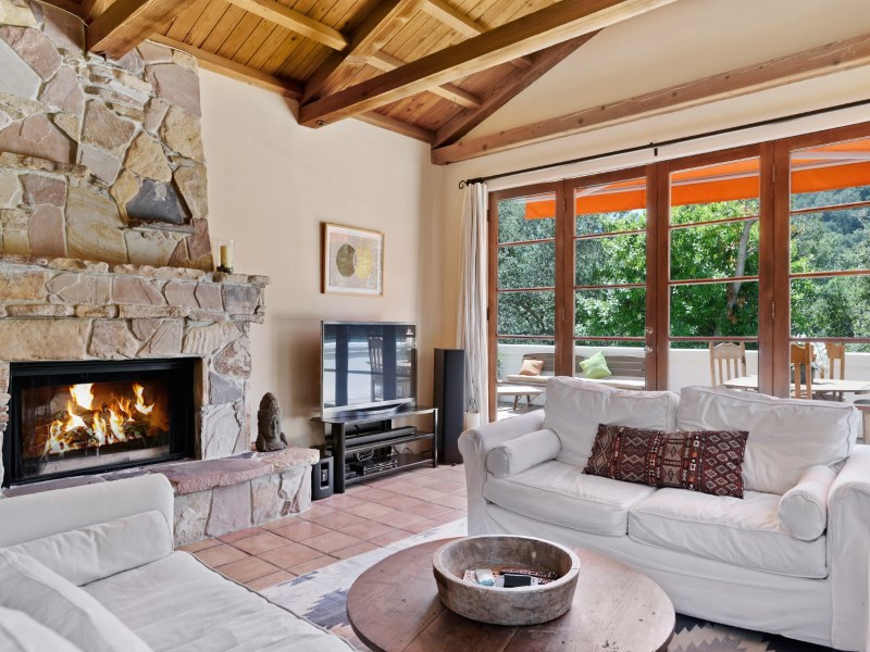 Casa Unifamiliar por un Venta en Rare Spanish Gem 19452 Cuesta Cala Road Topanga, California 90290 Estados Unidos