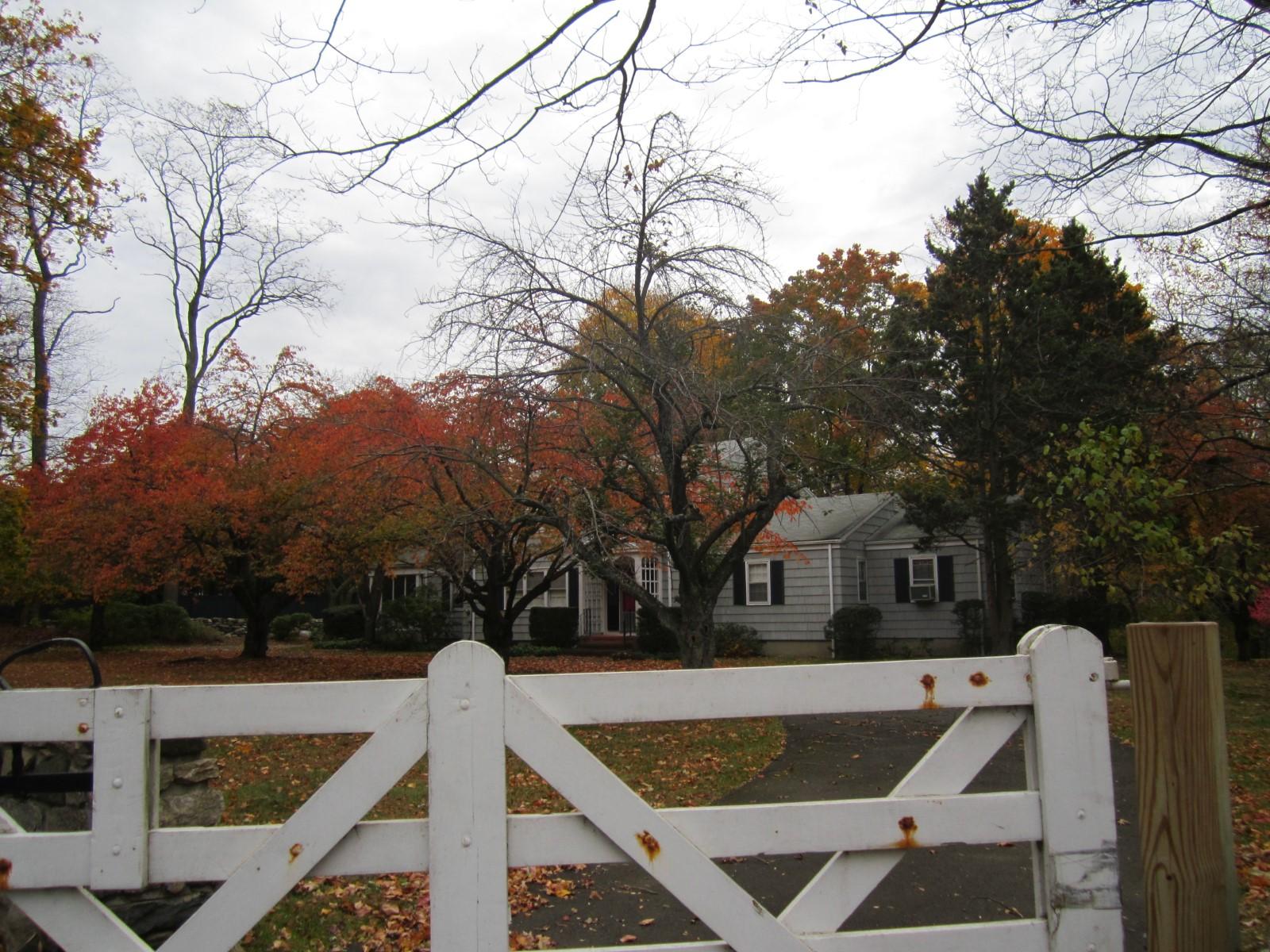 Maison unifamiliale pour l Vente à Excellent Location 743 Lake Avenue South Of Parkway, Greenwich, Connecticut 06830 États-Unis