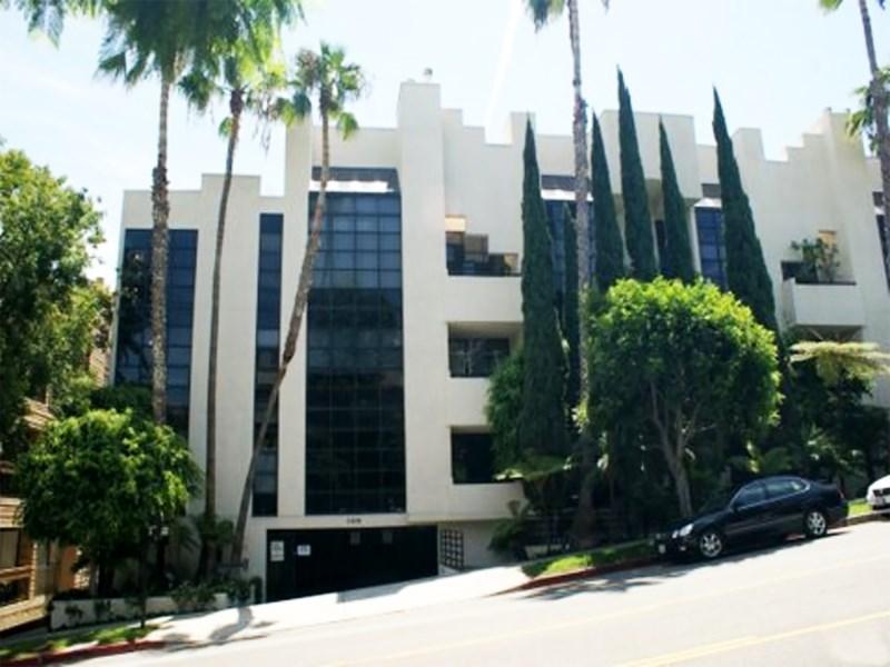 共管式独立产权公寓 为 销售 在 Lovely Brentwood Penthouse 11636 Montana Ave Unit 301 Brentwood, Los Angeles, 加利福尼亚州 90049 美国