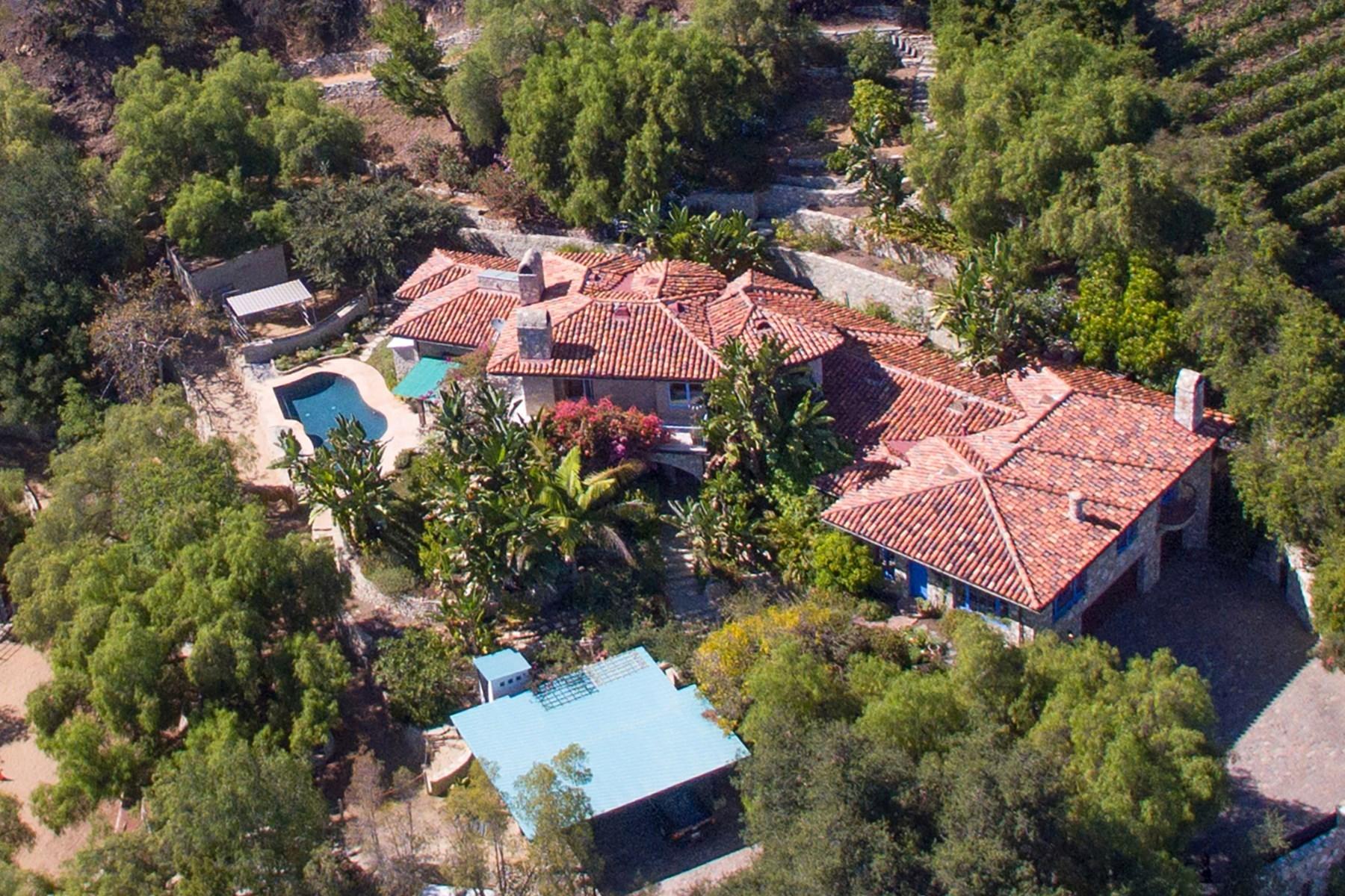 Nông trại / Trang trại / Vườn vì Bán tại Gated Stone Villa on approx. 3.7 acres 21415 Greenbluff Drive Topanga, California 90290 Hoa Kỳ