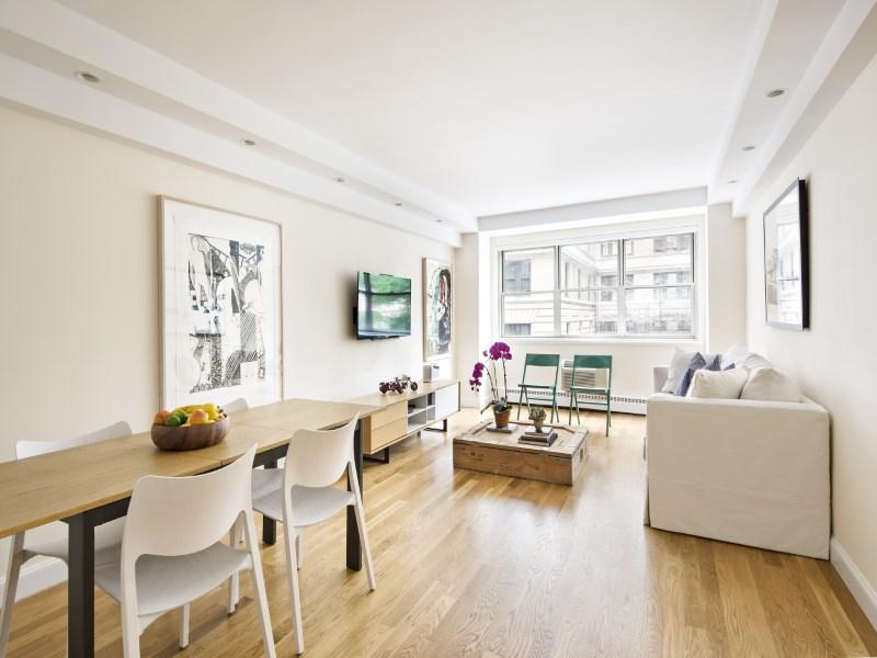 Mietervereinswohnung für Verkauf beim Luxurious 1 Bedroom on 68th and Madison 20 East 68th Street Apt 3b Upper East Side, New York, New York 10065 Vereinigte Staaten