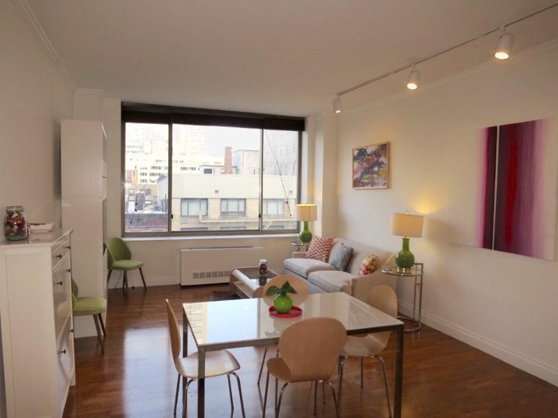 Кооперативная квартира для того Продажа на 350 East 82nd Street, Apt 7Y 350 East 82nd Street Apt 7y Upper East Side, New York, Нью-Йорк 10028 Соединенные Штаты