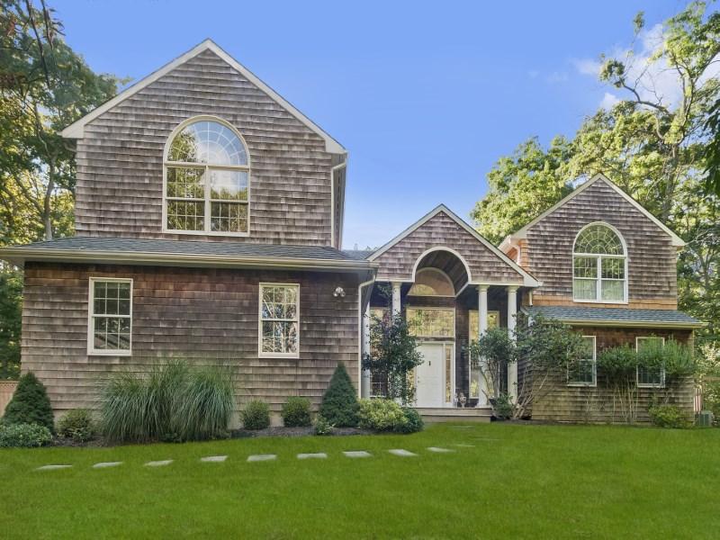 一戸建て のために 売買 アット Traditional in North Side Hills Sag Harbor, ニューヨーク 11963 アメリカ合衆国