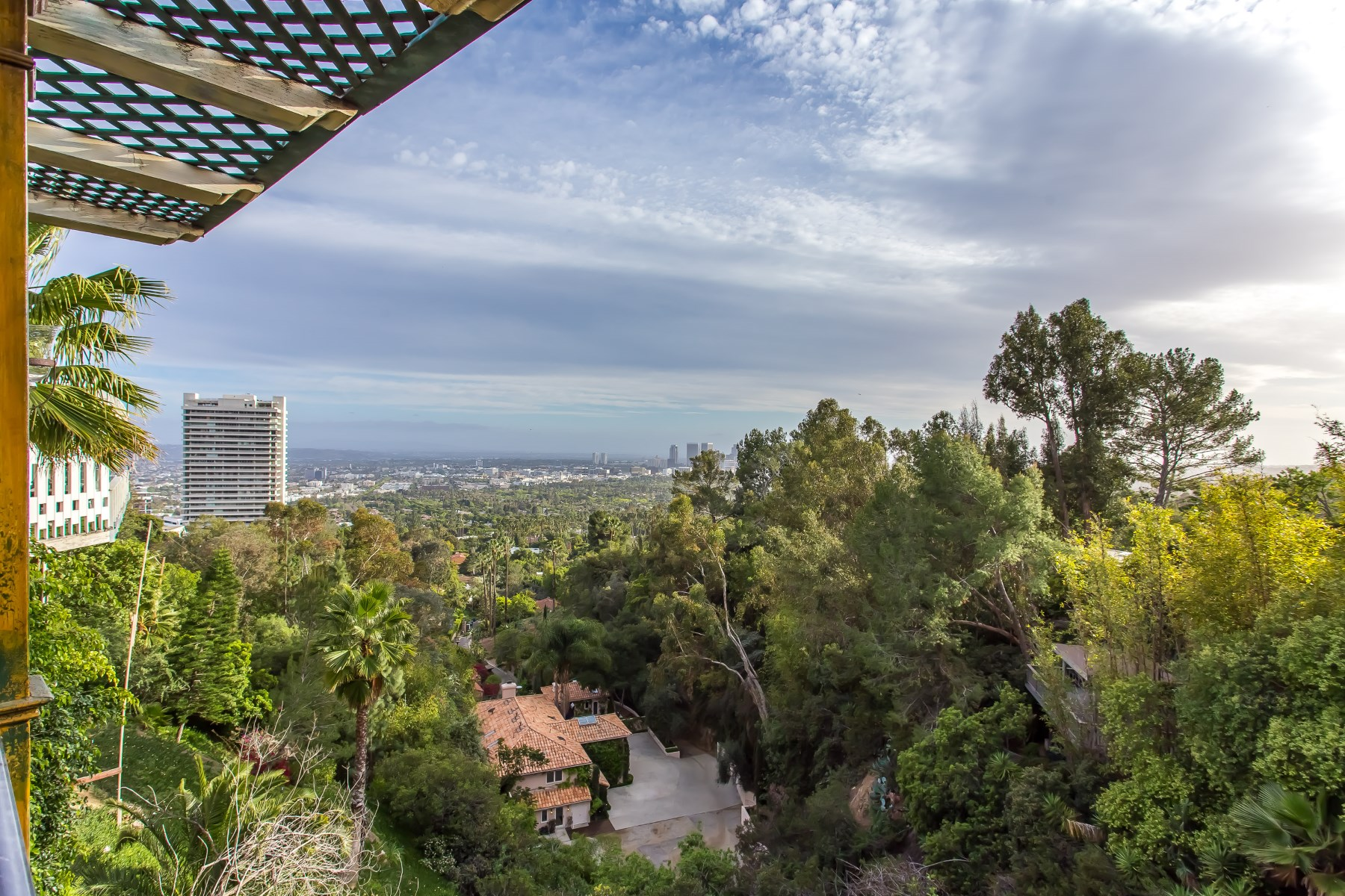 Vivienda unifamiliar por un Venta en The South of France in the Hills of Los Angeles Los Angeles, California, 90069 Estados Unidos