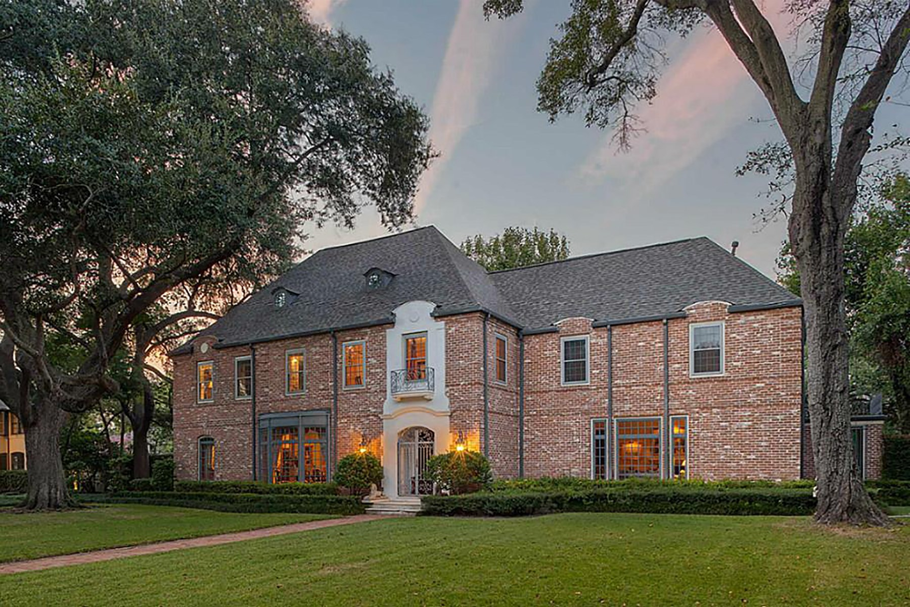 Maison unifamiliale pour l Vente à 1412 North Boulevard Houston, Texas, 77006 États-Unis