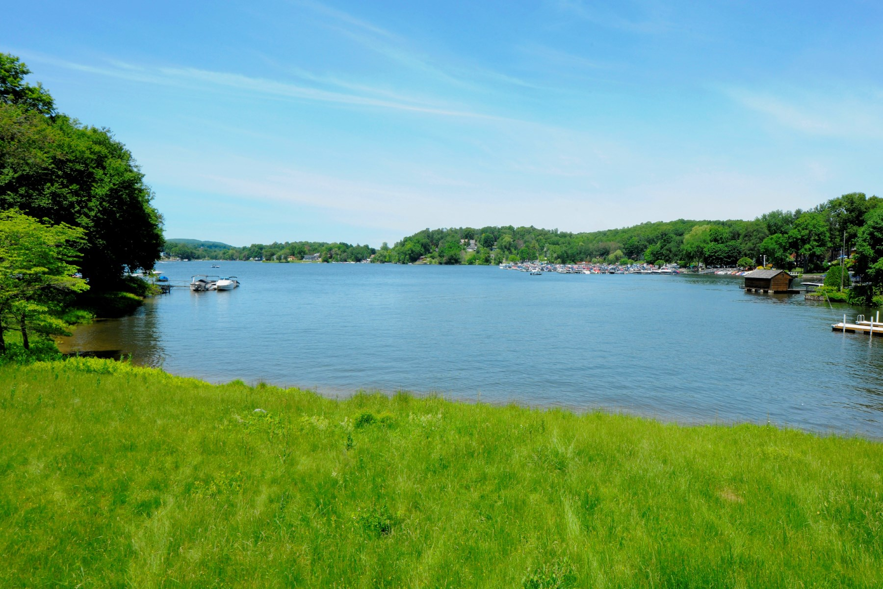 Terreno per Vendita alle ore Candlewood Lake Life 174 Candlewood Lake Road Brookfield, Connecticut, 06804 Stati Uniti