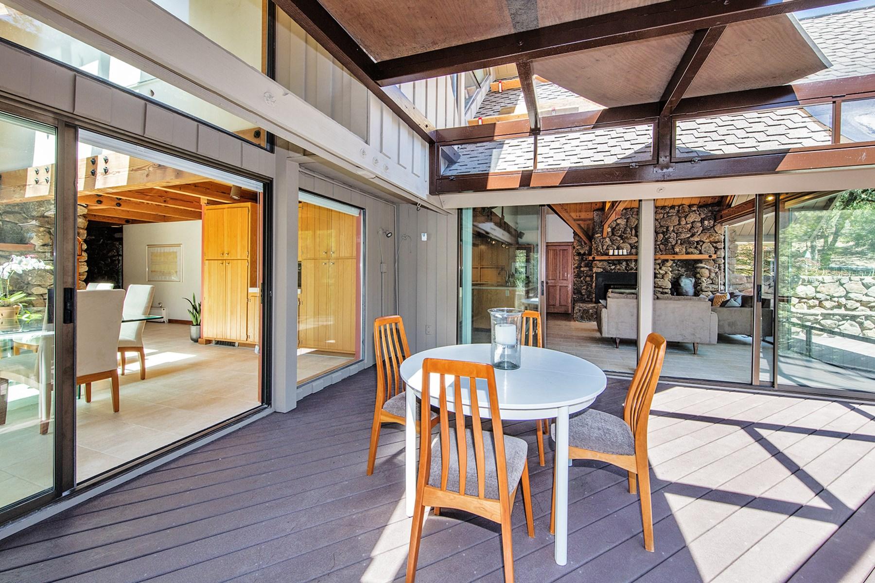 Nhà ở một gia đình vì Bán tại Architectural Wine Country Beauty 845 White Oak Dr Santa Rosa, California, 95409 Hoa Kỳ