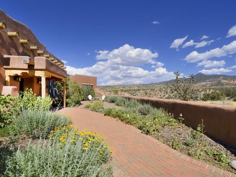 Nhà ở một gia đình vì Bán tại 3791-A Highway 96 Abiquiu, New Mexico 87510 Hoa Kỳ