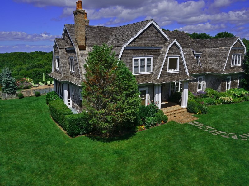Single Family Home for Sale at Hilltop Estate with Forever Waterviews Southampton, New York 11968 United States