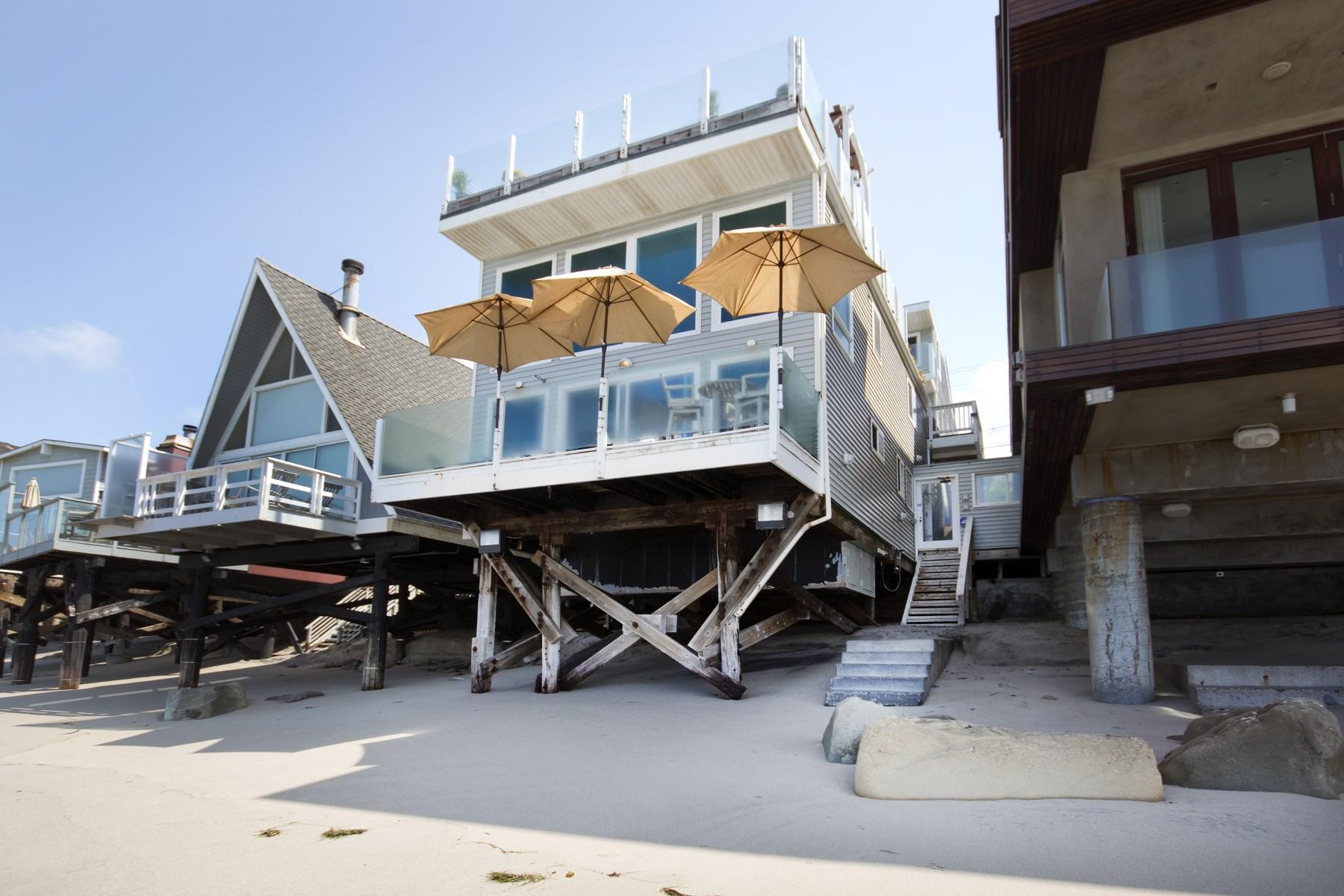 Moradia para Venda às Malibu Beach Front 42540 Pacific Coast Highway Malibu, Califórnia, 90265 Estados Unidos