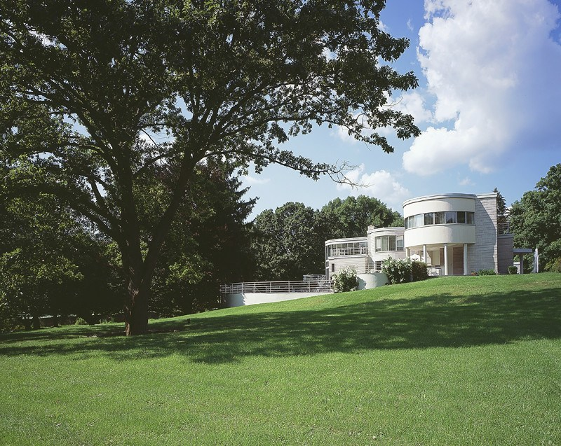 Property Of Dramatic International Style