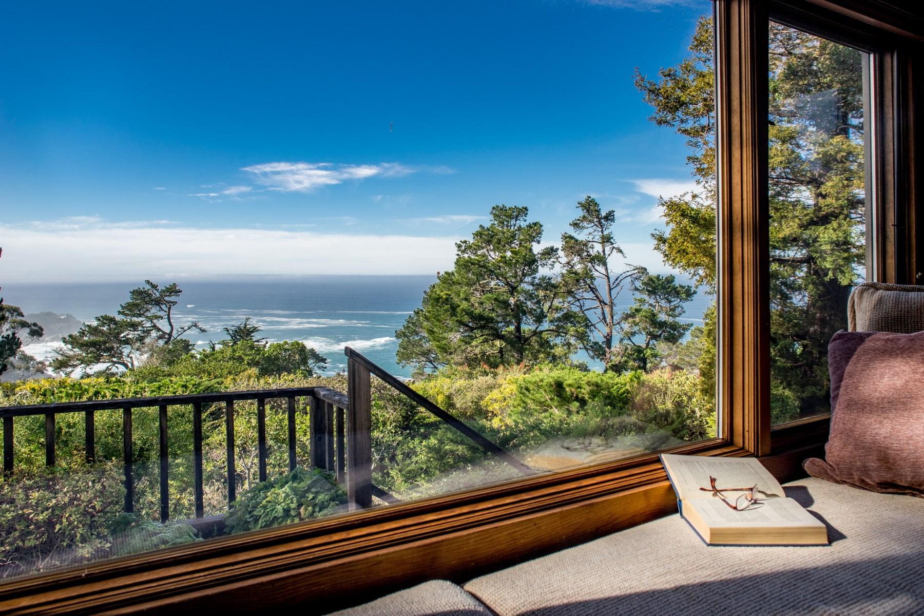 独户住宅 为 销售 在 Rustic Ocean View Retreat 150 Oak Way Carmel Highlands, 加利福尼亚州, 93923 美国