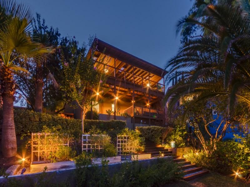 Maison unifamiliale pour l Vente à 2508 Medlow Avenue Eagle Rock, Los Angeles, Californie 90041 États-Unis