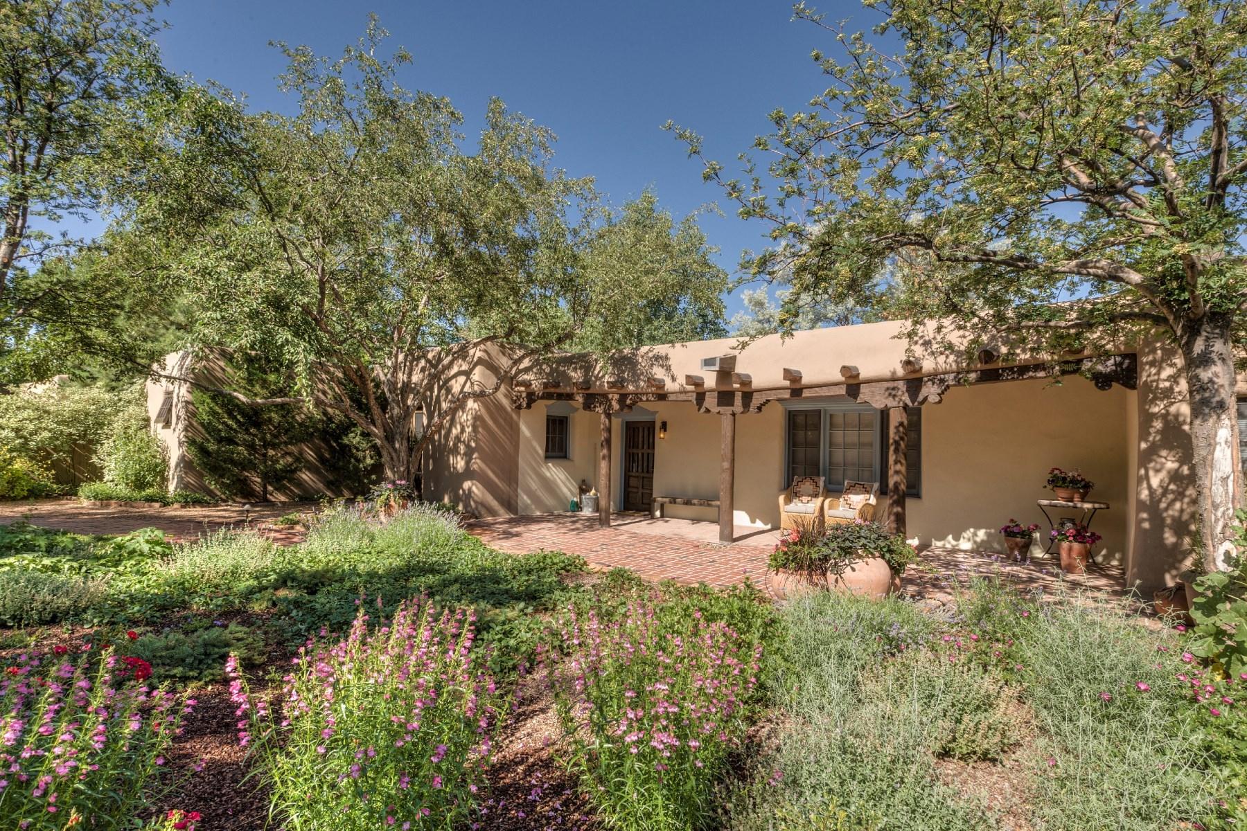 Vivienda unifamiliar por un Venta en 451 Arroyo Tenorio Santa Fe, Nuevo Mexico 87505 Estados Unidos