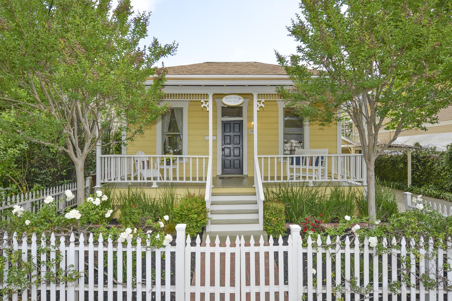Casa para uma família para Venda às St. Helena Cottage 1240 Stockton St St. Helena, Califórnia 94574 Estados Unidos
