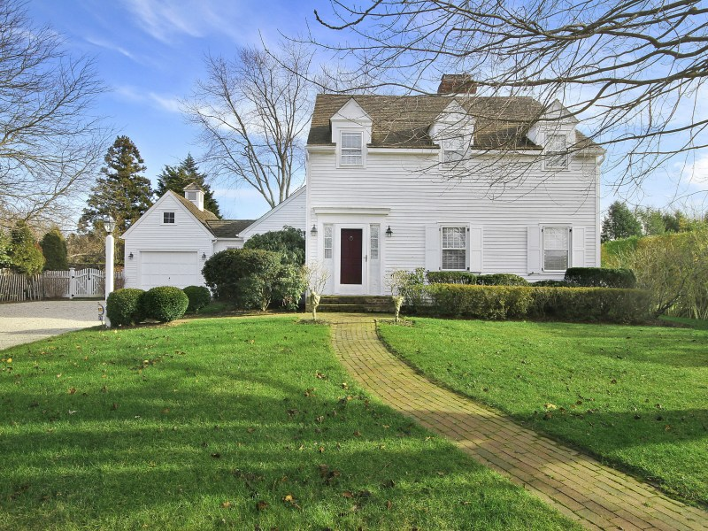 Single Family Home for Rent at Desirable Bridgehampton Bull Head 93 Bull Head Lane Bridgehampton, New York 11932 United States