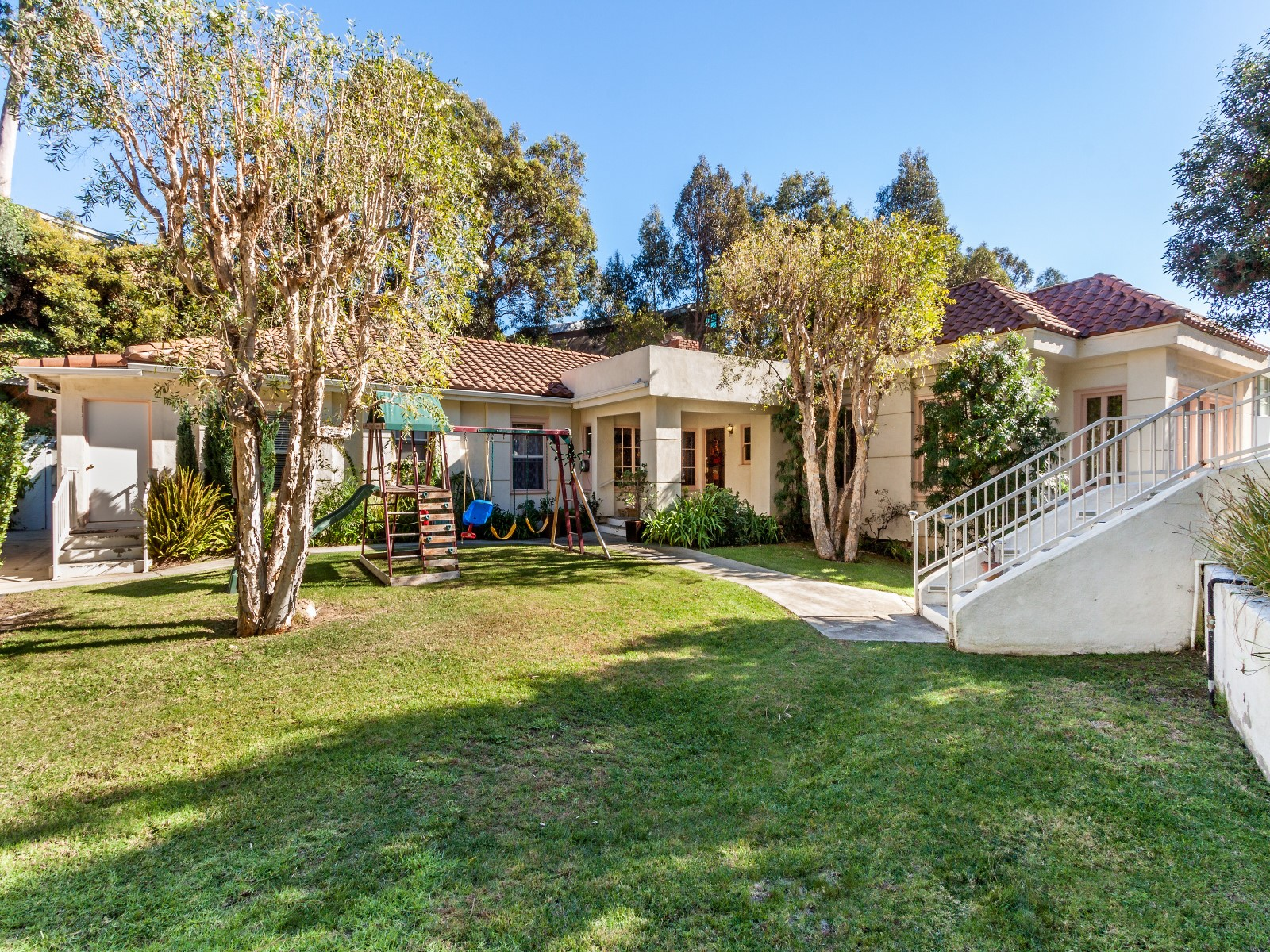 Single Family Home for Sale at Unique Home Near Heart of the Village 764 Patterson Place Pacific Palisades, California 90272 United States