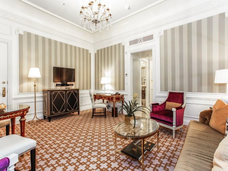 콘도미니엄 용 매매 에 St. Regis Residence Club 2 East 55th Street Apt 1018 New York, 뉴욕 10022 미국