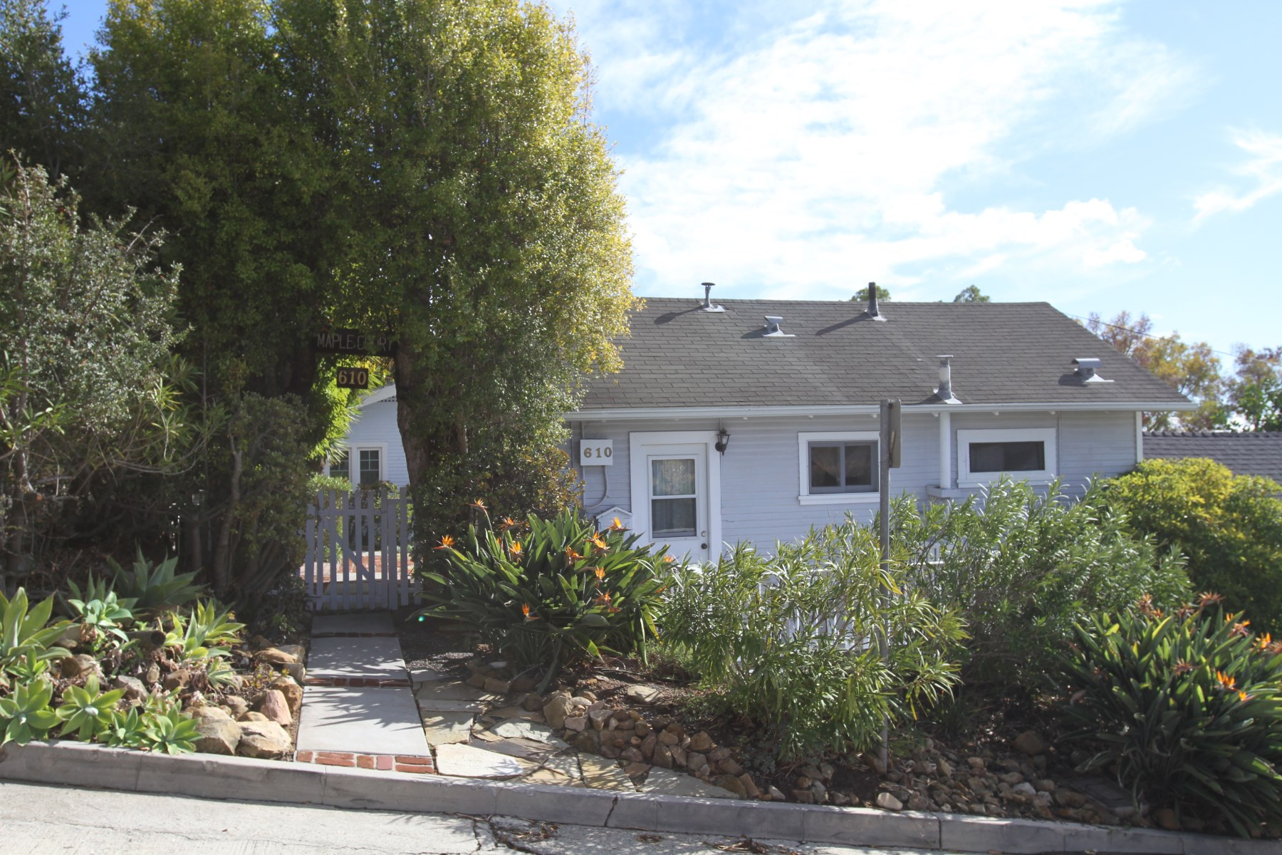 Vivienda multifamiliar por un Venta en 5 units on the lower Riviera 610 Maple Ave Riviera, Santa Barbara, California 93103 Estados Unidos