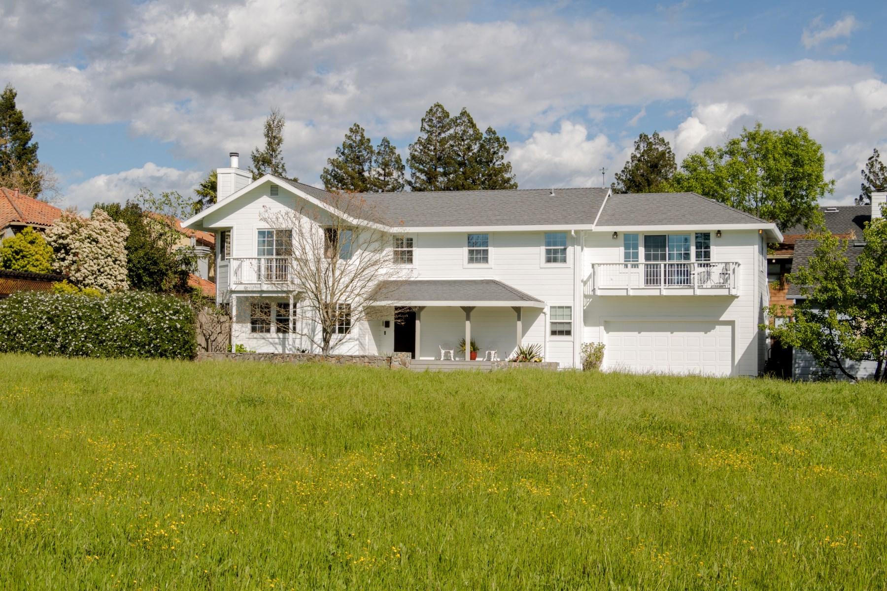 Moradia para Venda às Downtown Sonoma Retreat 198 W Spain St Sonoma, Califórnia, 95476 Estados Unidos