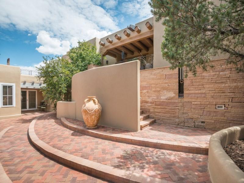 Maison unifamiliale pour l Vente à 33 Spirit Court Santa Fe, New Mexico 87506 États-Unis