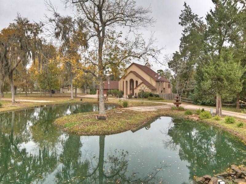 Maison unifamiliale pour l Vente à 302 Whispering Pines Avenue Friendswood, Texas 77546 États-Unis