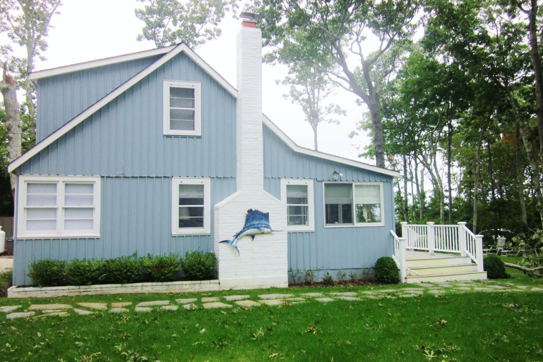 Casa para uma família para Locação às Pristine Waterview Cottage 67 Whalebone Landing Road Southampton, Nova York 11968 Estados Unidos